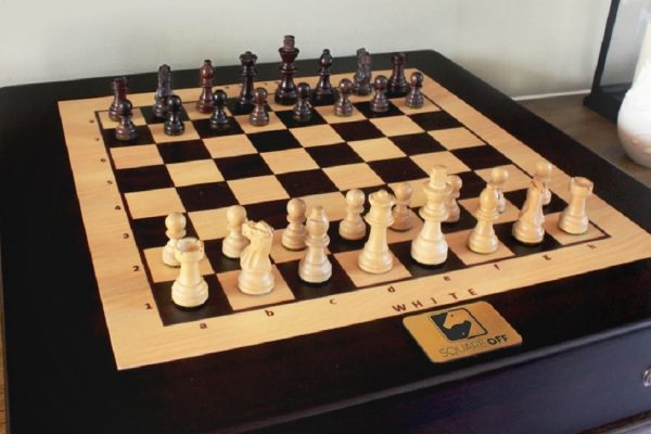 THIS CHESSBOARD MOVES PIECES ON ITS OWN SO YOU CAN PLAY ANYBODY IN THE WORLD OR NOBODY