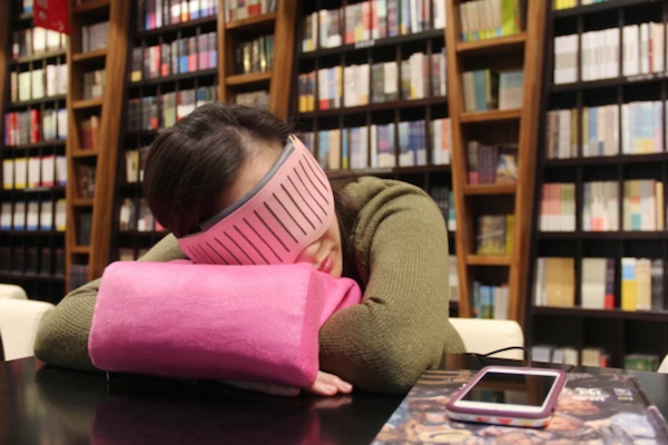 A SMART EYESHADE THAT HELPS YOU CONTROL YOUR NAPS