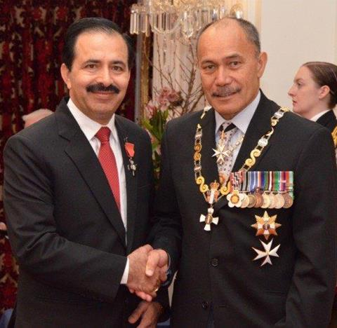 Surinder Tangon (left) with Governor General Lieutenant General Sir Jerry Mateparae (Right)