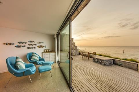 Beachside apartment 4 with 'on-sea view'