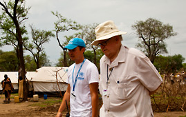 Martti Ahtisaari is shown around Yusuf Batil refugee camp